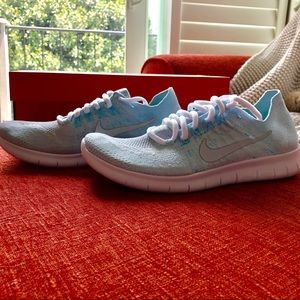 Nike tennis shoes for women.   Teal color